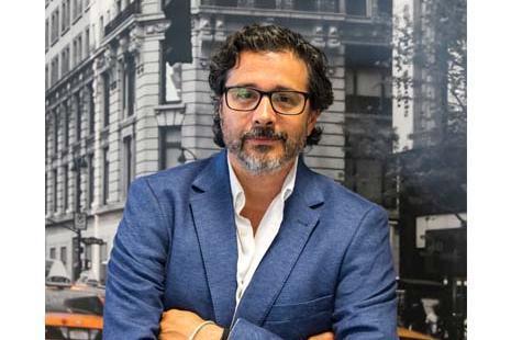 DAVID SANDOVAL, CEO DE ESENCIAL